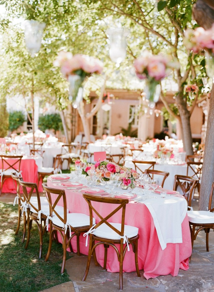 centerpieces for weddings tablecloth rose flowers ideas
