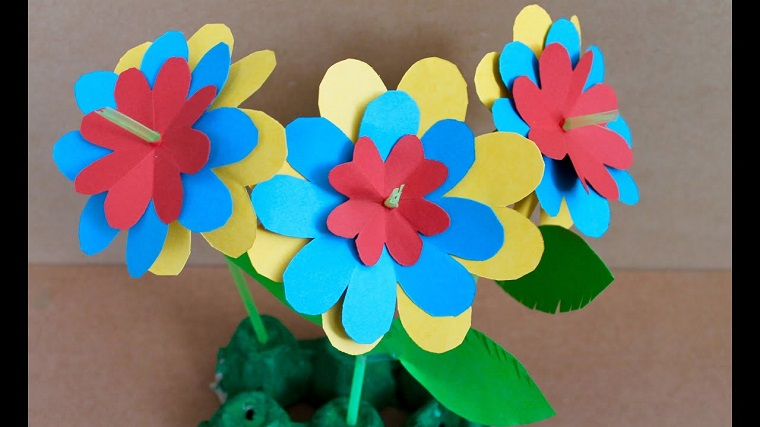straw-flowers-cardboard-colors