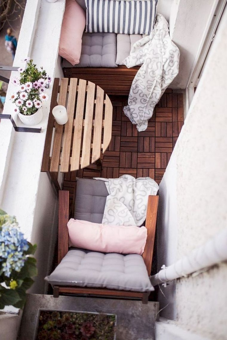 decorate balcony small items