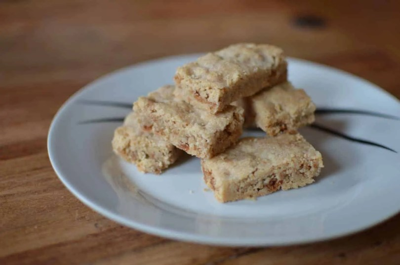 Cinnamon and amaretti shortbread