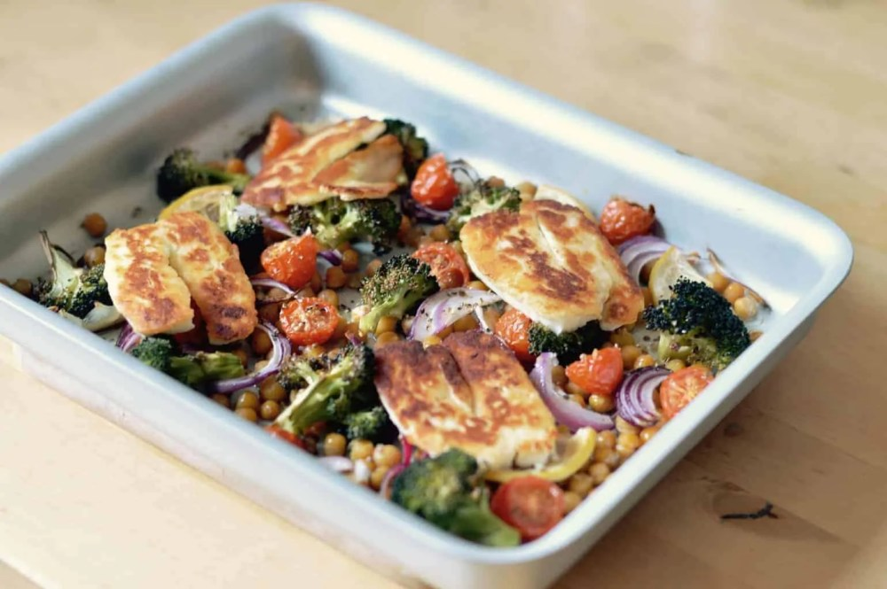 Halloumi and roasted chickpea salad