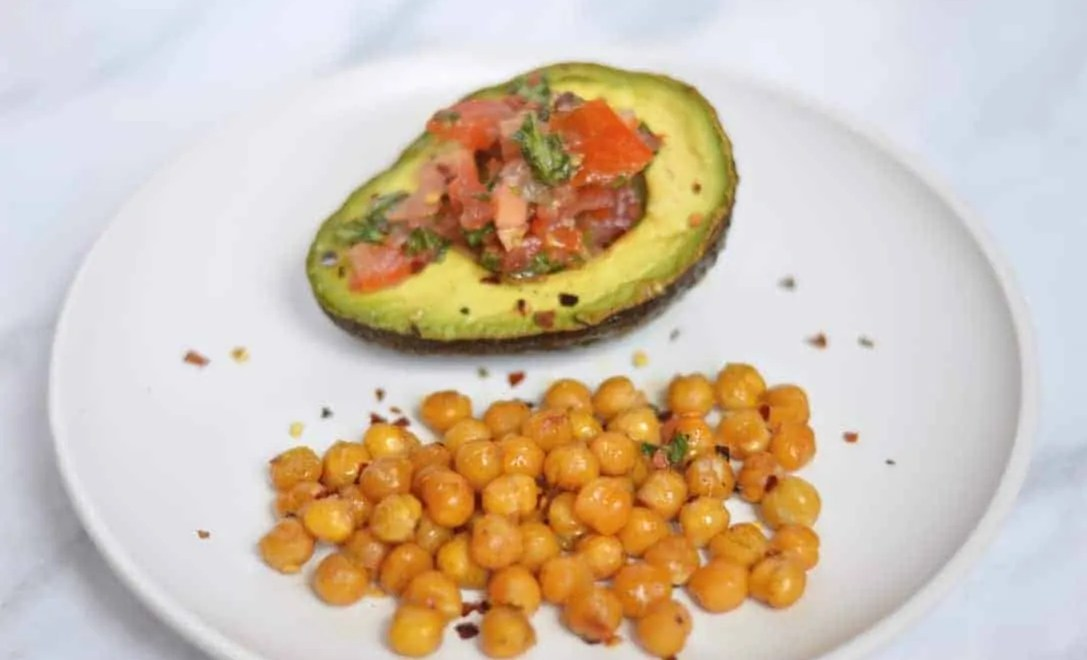 baked avocado with chilli chickpeas