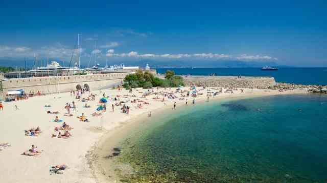 Maema Beach | Where to Propose in Cannes