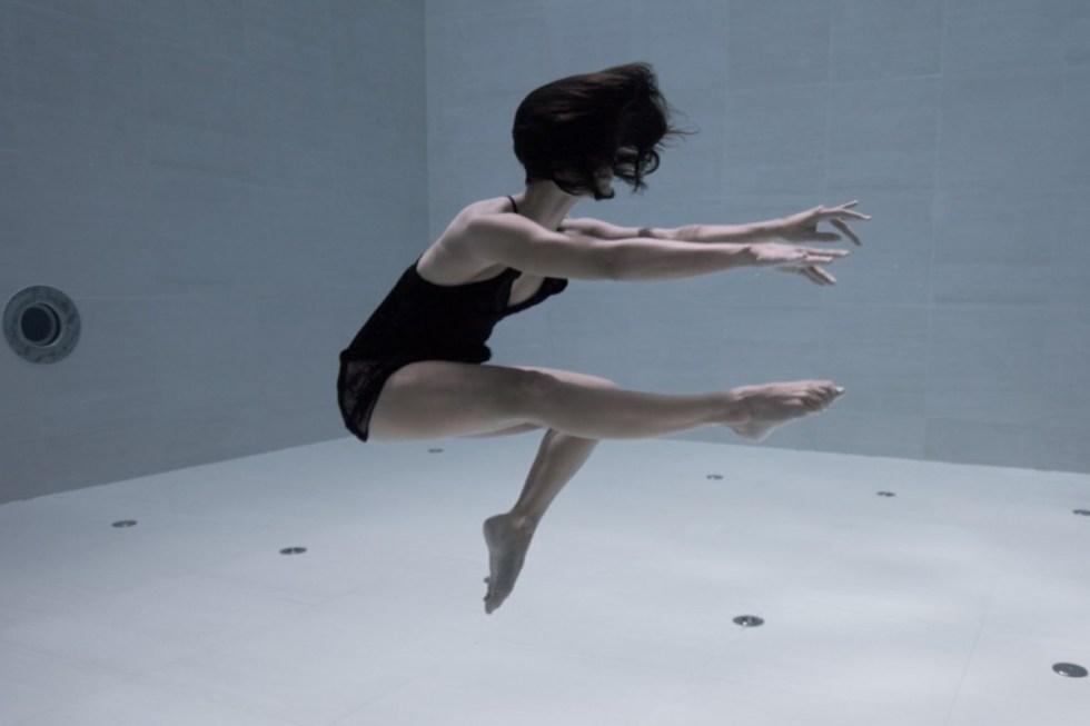 Artist Performs 6-Minute Underwater Dance Routine in One