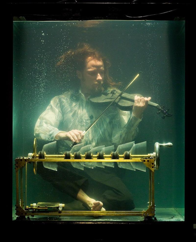 Robert Karlsson performing underwater for Danish underwater music group