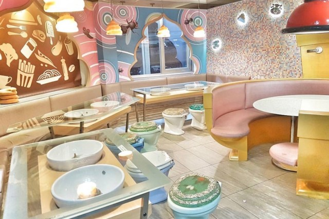 Modern Toilet Restaurant interior decoration