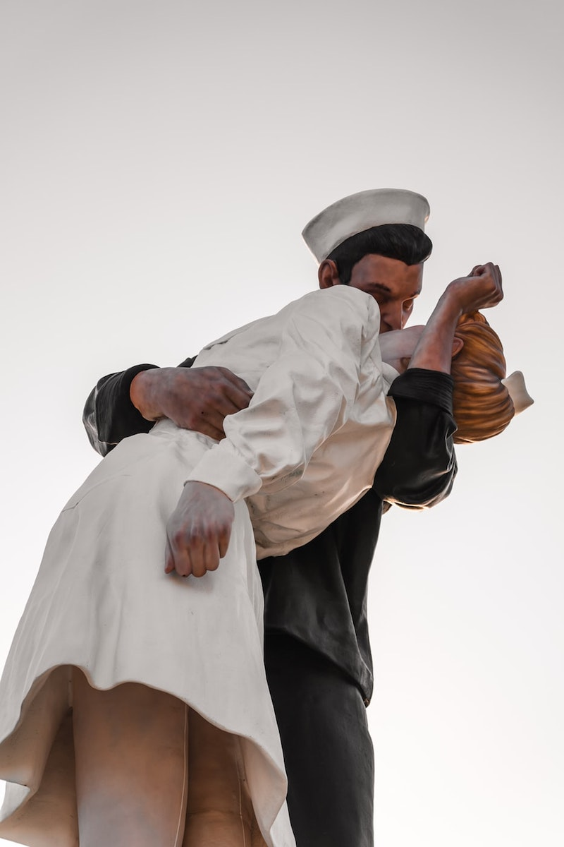 """""""Unconditional Surrender"""" Statue in San Diego, California, depicting a sailor kissing a nurse"""