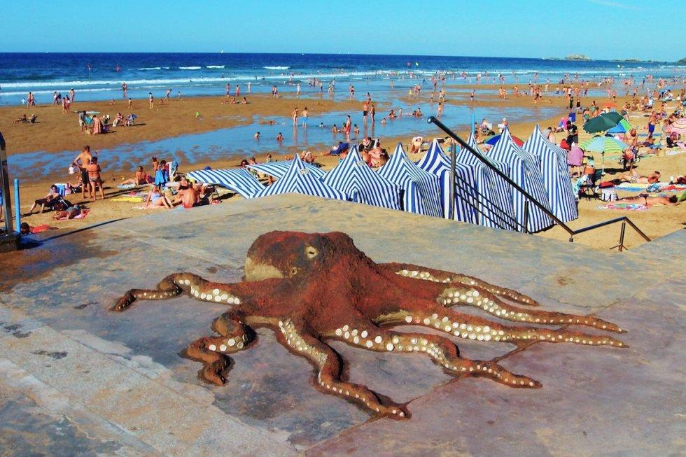 octopus sand sculpture