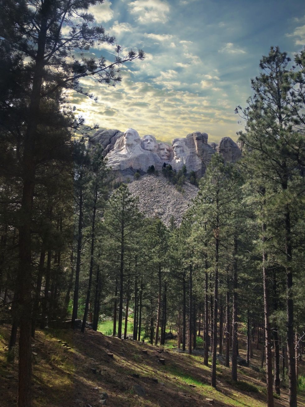 2021/01/mount-rushmore-keystone-south-dakota.jpg?fit=1200,1600&ssl=1