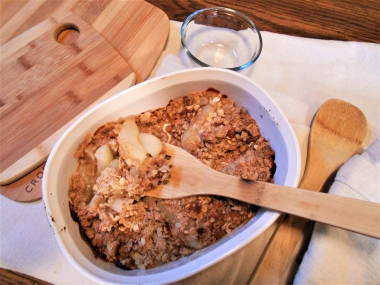 fruit crisp, vegan, apple. pear, oatmeal, brown sugar, dessert