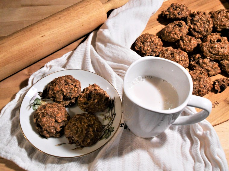 oatmeal, chia seeds, cookies, raisins, coconut, milk, vegan, food