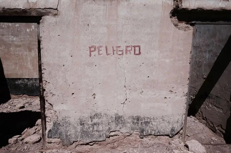 Peligro writing on concrete