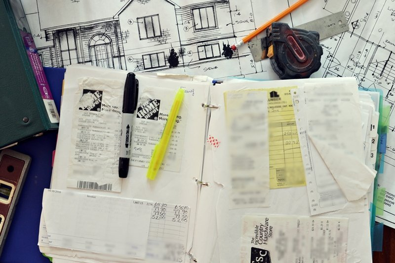 Tips to stay financially organized. Creating a budget and organize your finances when you build a house