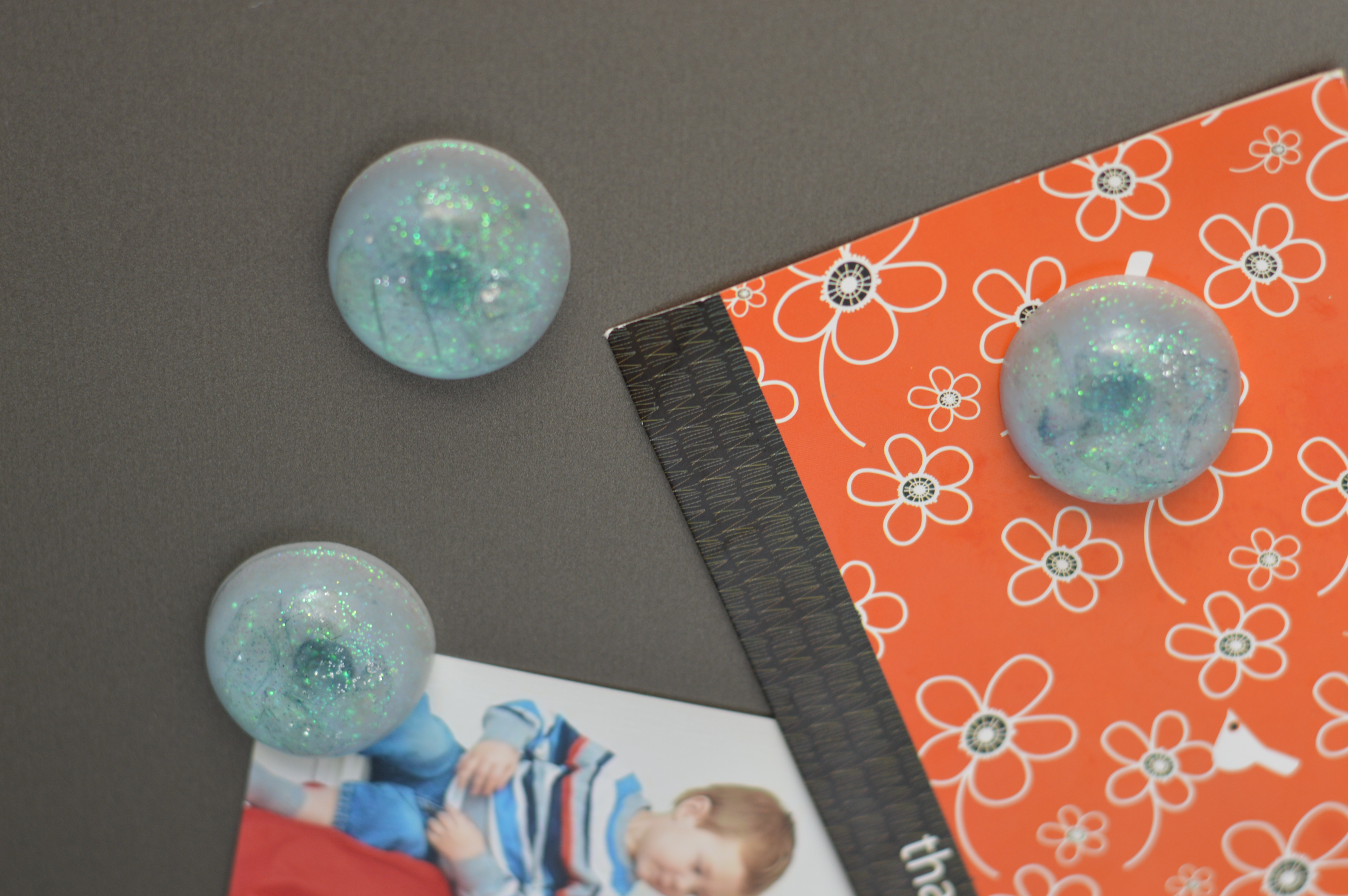 diy sparkly blue epoxy resin magnet