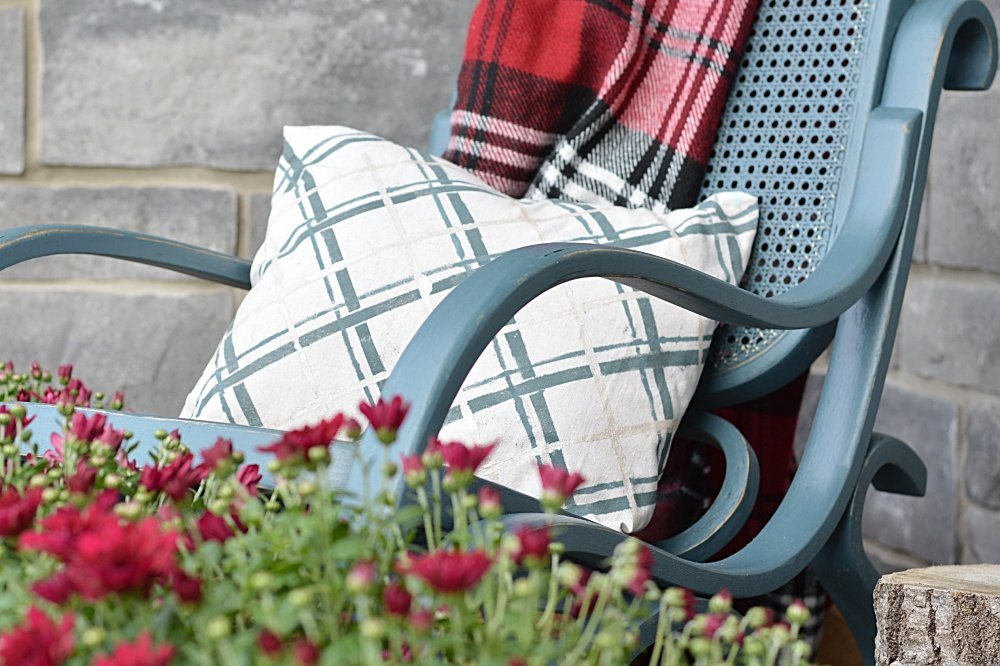 how to make a painted drop cloth plaid pillow