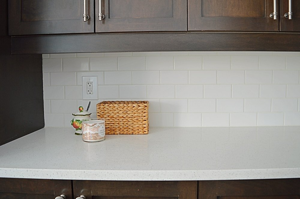 Tips on how to install a subway tile backsplash