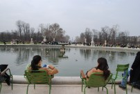 Relaxing at Les Jardins des Tuileries.