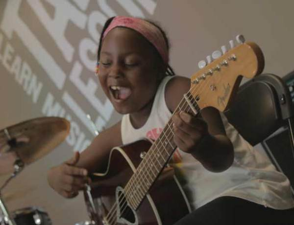 How to Choose a Beginner Guitar for Your Child
