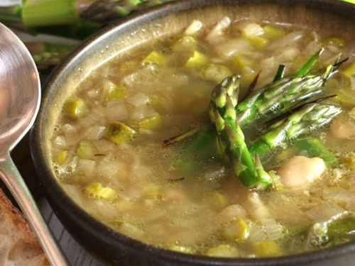 Asparagus, Leek and Butterbean soup in a bowl