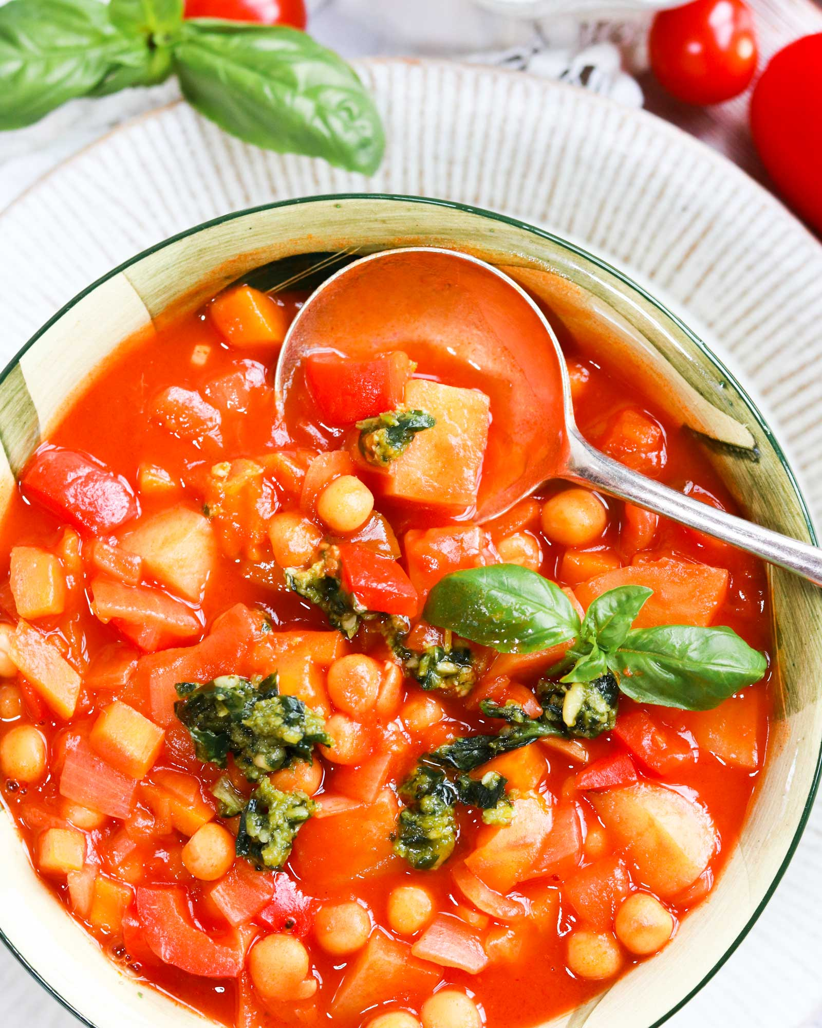 Chickpea and Pepper stew with pesto in a bowl