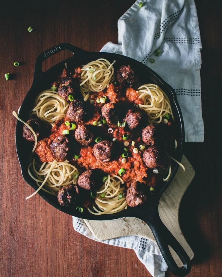 Vegane Meatballs in pikanter Tomatensauce