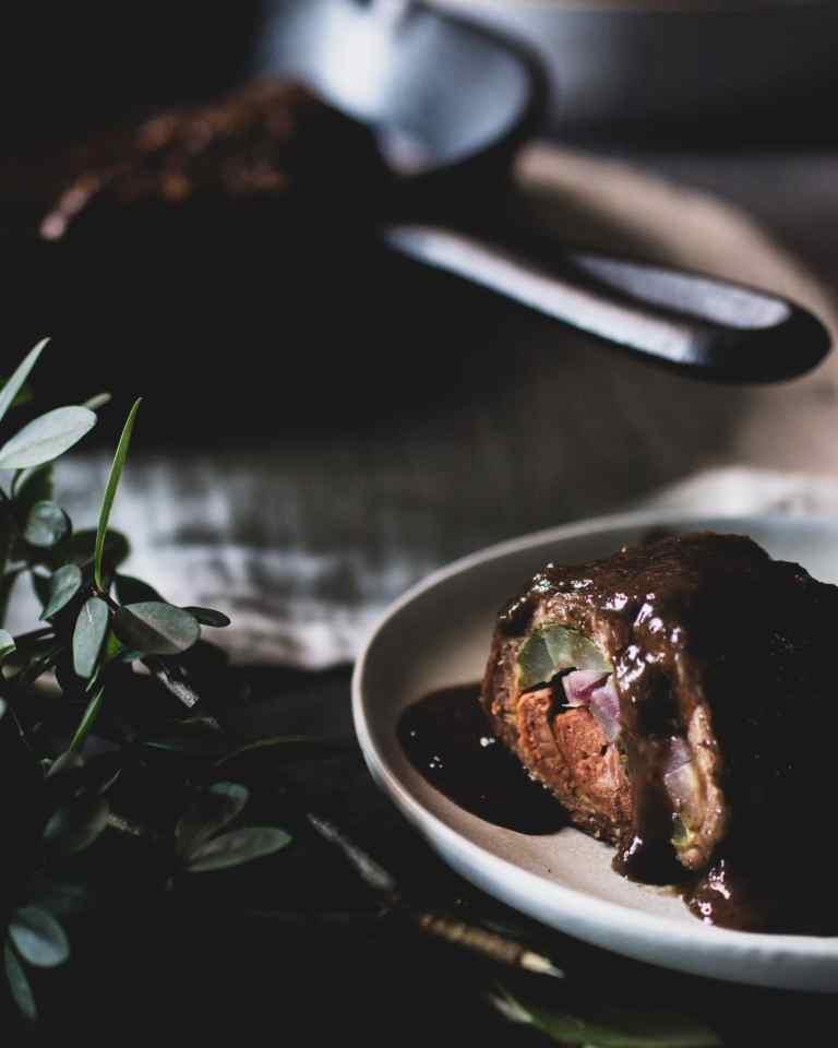 Vegane Bratensauce mit veganer Roulade