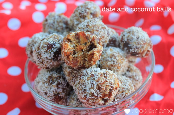 Kid snacks: date and coconut balls