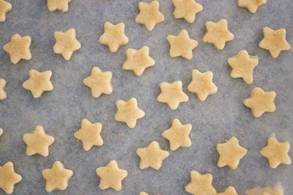 cheese-crackers-stars-raw