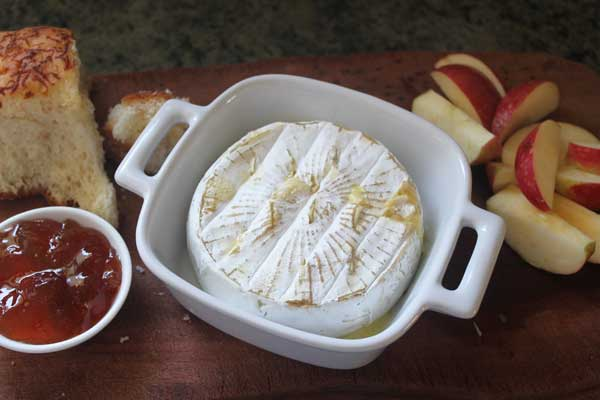 Baked brie with garlic and fig jam