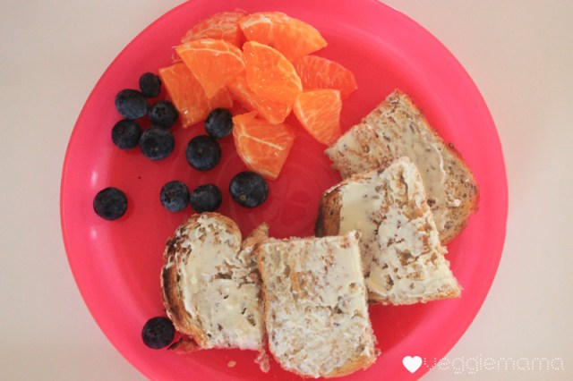 breakfast kid food cream cheese on wholegrain mandarine and blueberry copy