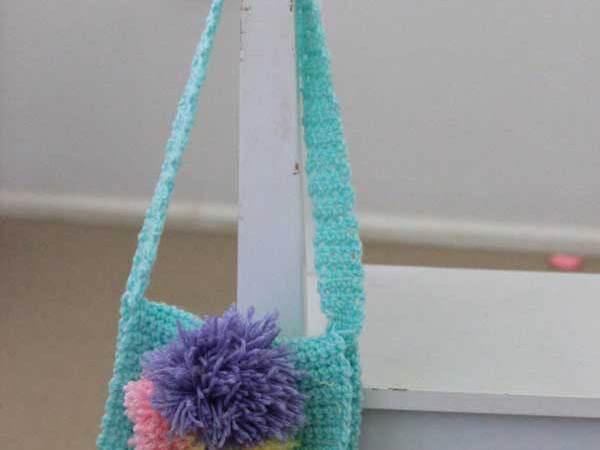 free crochet pattern: little pompom bags