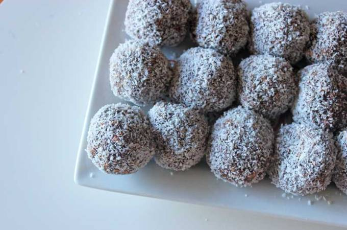 Christmas rum balls (no rum!) with condensed milk | Veggie Mama