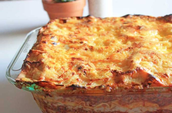 """Meaty"" vegetarian lasagne for the nostalgic among us! / theveggiemama.com"