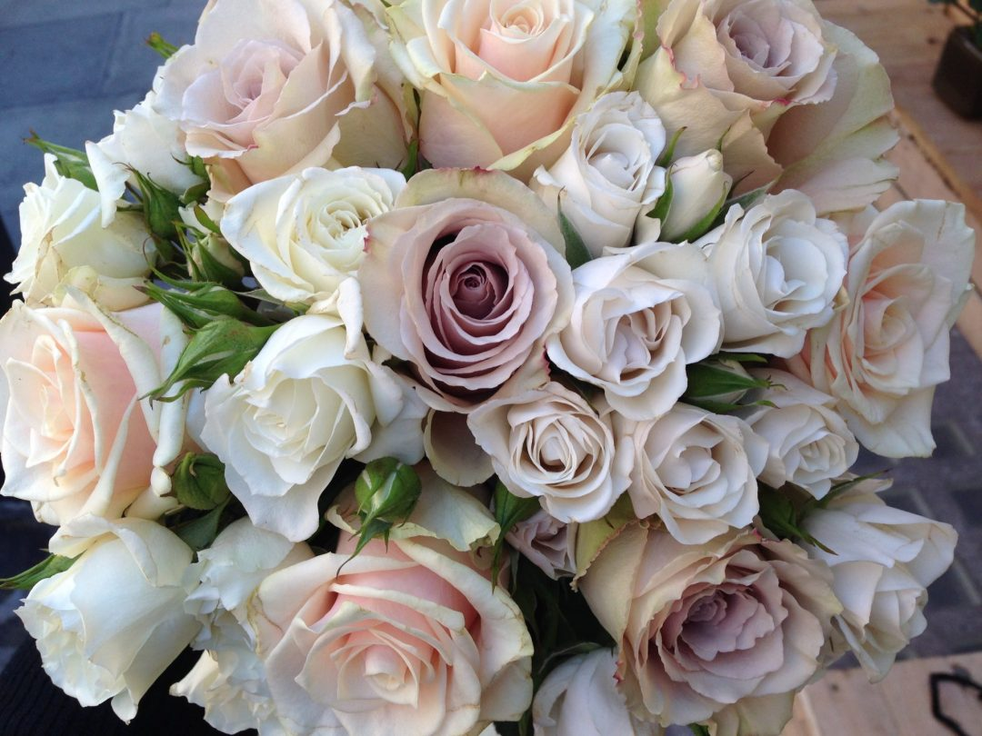 pastel roses country garden wedding flowers