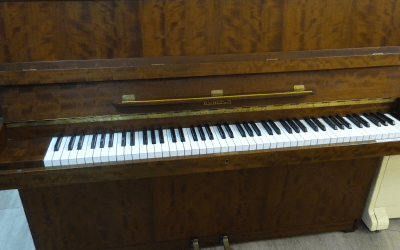 Piano droit Ronisch