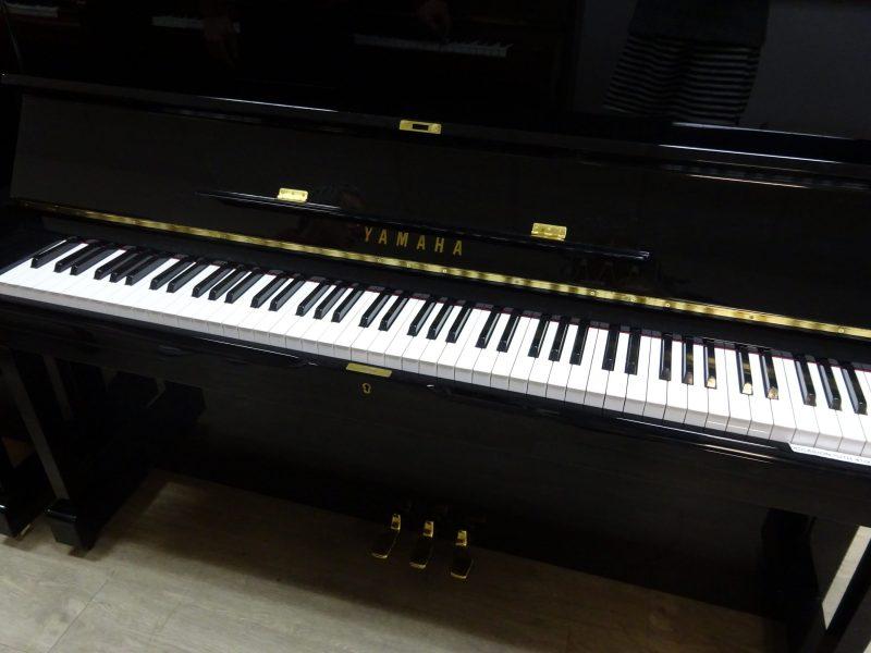 Piano U1H noir