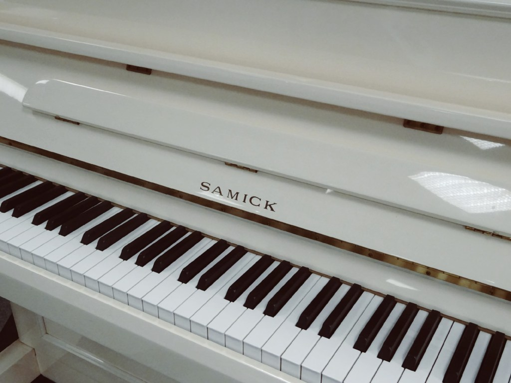 Piano SAMICK JS112