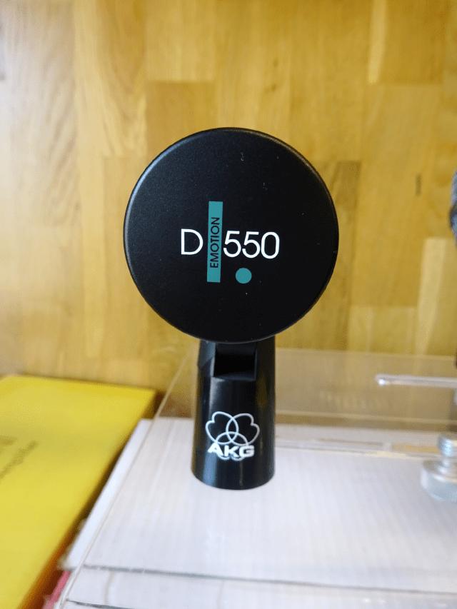 Micro AKG D550