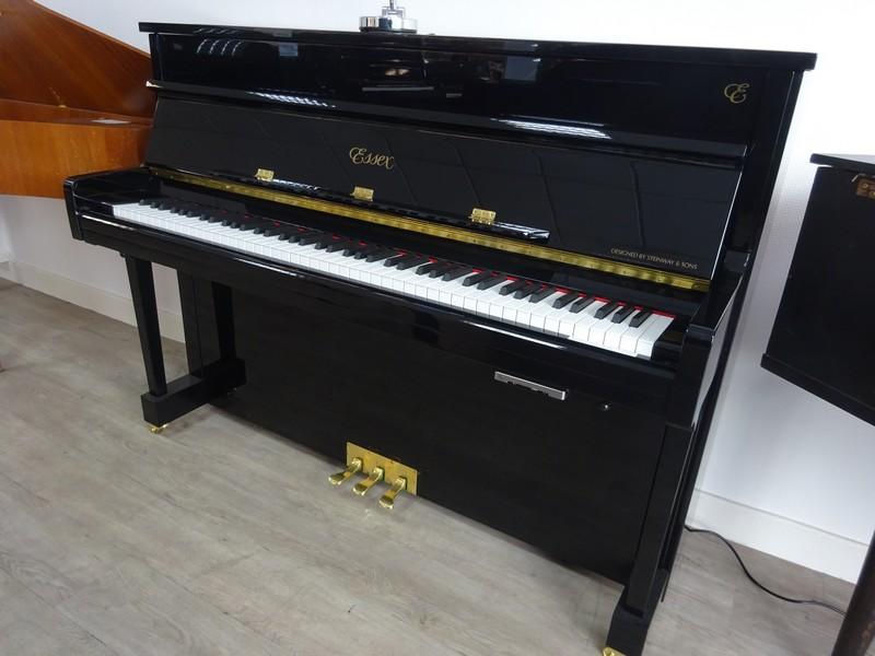 PIANO DROIT ESSEX EUP111