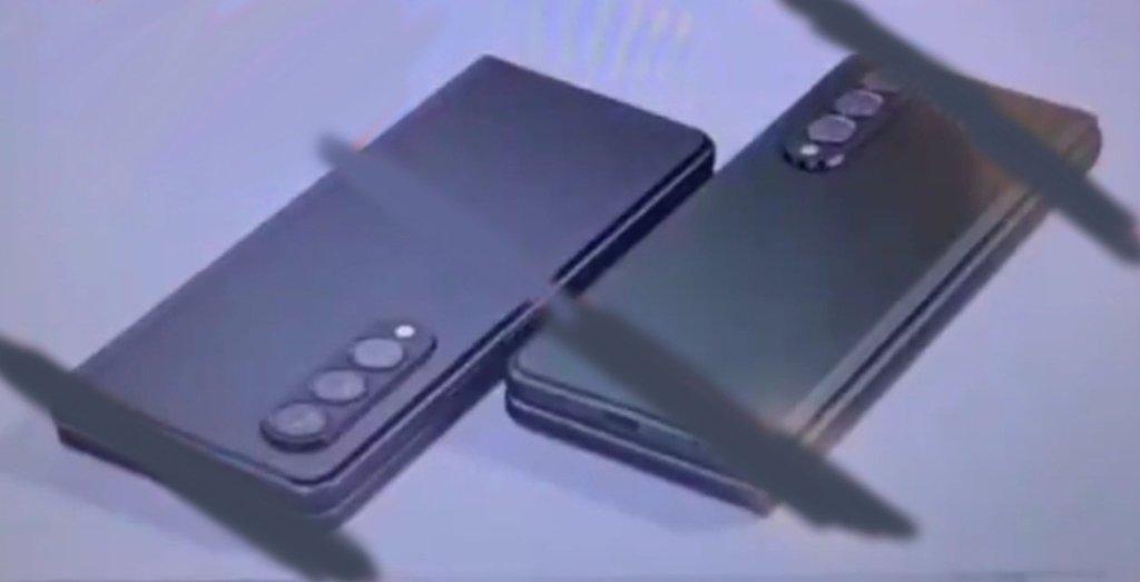 3 מצלמות בגב המכשיר עם תמיכה ב-S Pen