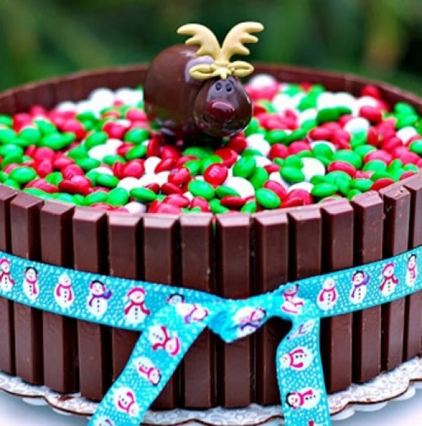 Reindeer Kit Kat and M&M Cake