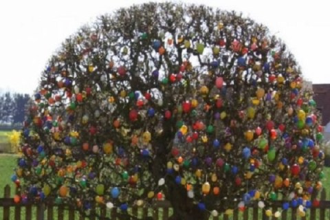 Ten of the Very Best Examples of (Ostereierbaum) Easter Trees You'll Ever See
