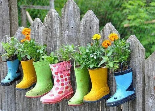 Old rubber boots planter