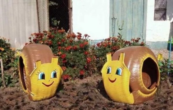 Old rubber tyres turned into snails