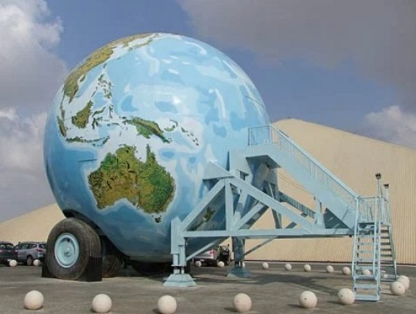 Replica World Sphere Caravan