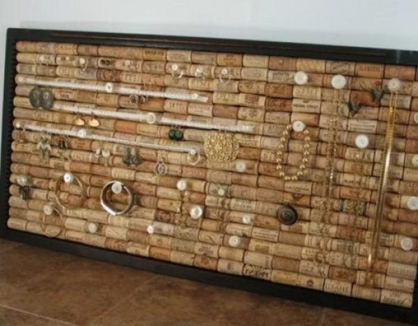 Jewellery holder made with old corks