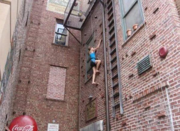 Universal Studios 42nd Street Wall Climbing