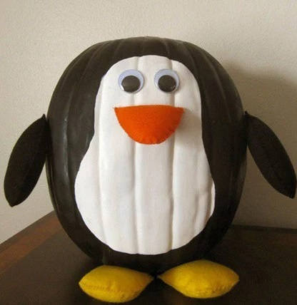 Pumpkin/Jack-o-lantern that looks a Penguin