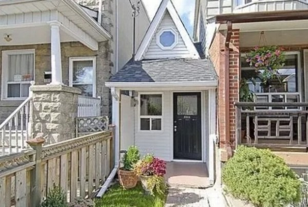 Thin house in Toronto, Canada