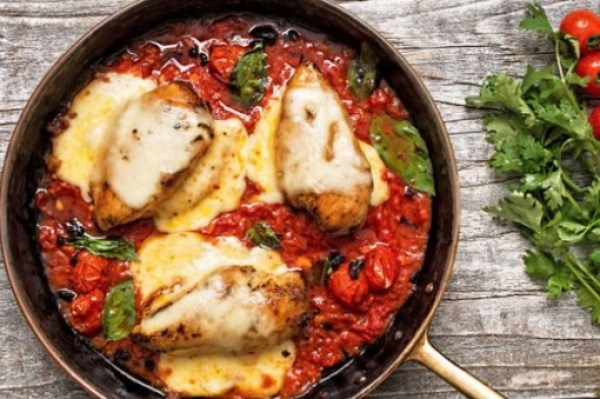 One-Pan Tomato Baked Chicken